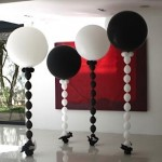 phoca_thumb_l_black and white standing balloons